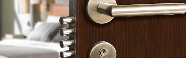 cerradura horizontal 792x250 - Cambiar Cerradura Puerta Bombin Benifaio